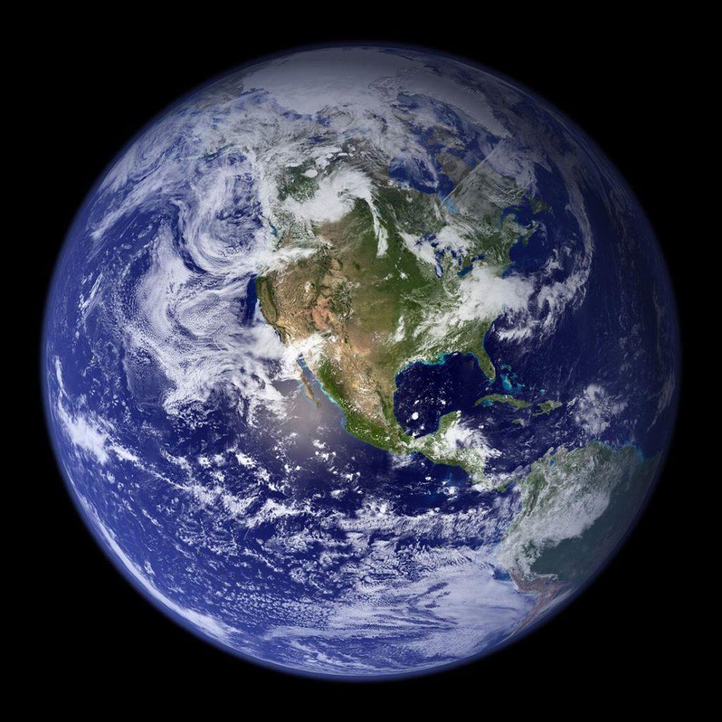 La tierra vista desde el espacio. Poppyns Magazine