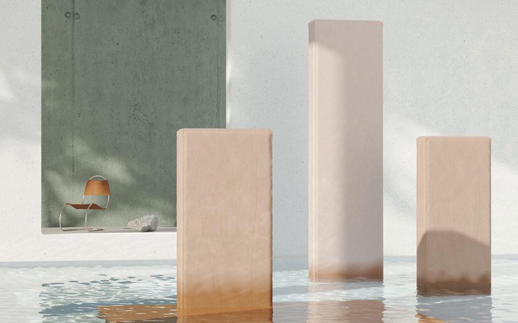 Bloques de piedra rectangulares sobre una piscina de agua transparente y una silla de diseño al fondo. Poppyns Magazine