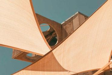 Edificio arquitectónico a base de geometrias. Poppyns Magazine