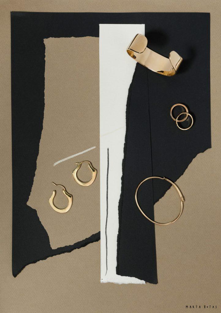Collage negro beige y blanco con piezas de oro de Helena Rohner